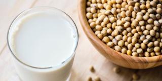 Исследование: более половины петербуржцев пьют молоко