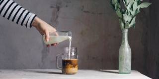 Потребители молока – 54% петербуржцев